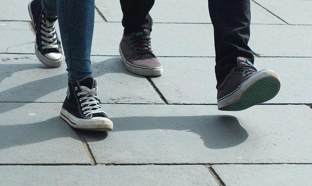 SideWalk_converse_walk