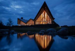 Scandinavian_Clubhouse_Madsen_Vinduer_&_Døre